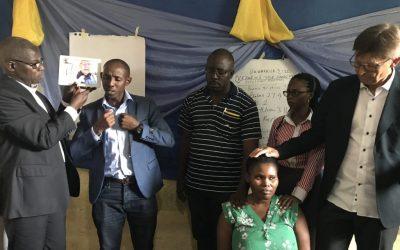 Innsettelse av døve pastorer i Afrika